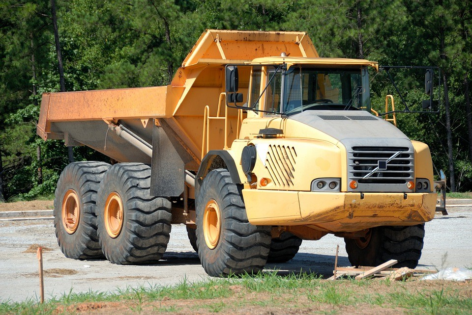 Why Dump Truck Accidents Can Be Fatal